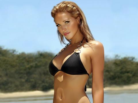 перфектна жена блондинка